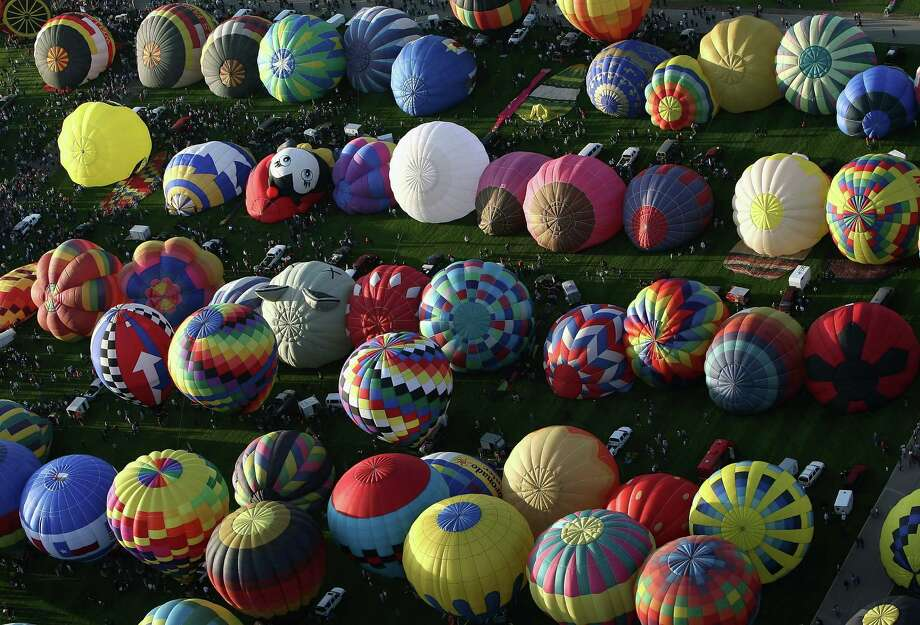 ALBUQUERQUE, NM - OCTOBER 04:  Hot air balloons prepare to launch from Balloon Fiesta Park during the Albuquerque International Balloon Fiesta on October 4, 2008 in Albuquerque, New Mexico.  This year there are over 600 hot air balloons, representing 42 states and 24 countries.  (Photo by Christian Petersen/Getty Images) Photo: Christian Petersen / Getty Images North America