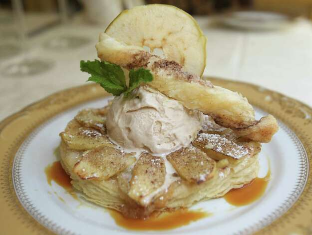 Apple Tart Thursday August 16, 2012 at Bohanan. Photo: Julysa Sosa, San Antonio Express-News / © 2012 San Antonio Express-News