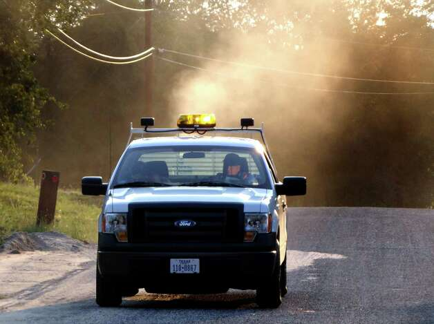 A Bexar County vector control truck fogs the area near the intersection of Mesquite Bend and Mesquite Cove on Wednesday, Aug. 22, 2012. The county recently recorded its first West Nile virus death. Photo: Billy Calzada, San Antonio Express-News / © San Antonio Express-News