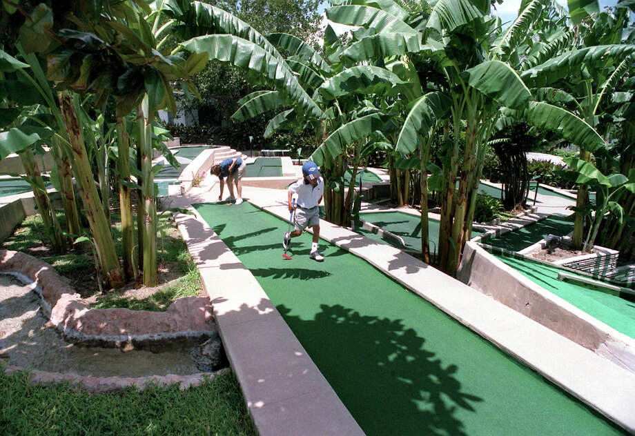 A banana tree lined Cool Crest Miniature Golf Course. Photo: KEVIN GEIL, EXPRESS-NEWS FILE PHOTO / SAN ANTONIO EXPRESS-NEWS