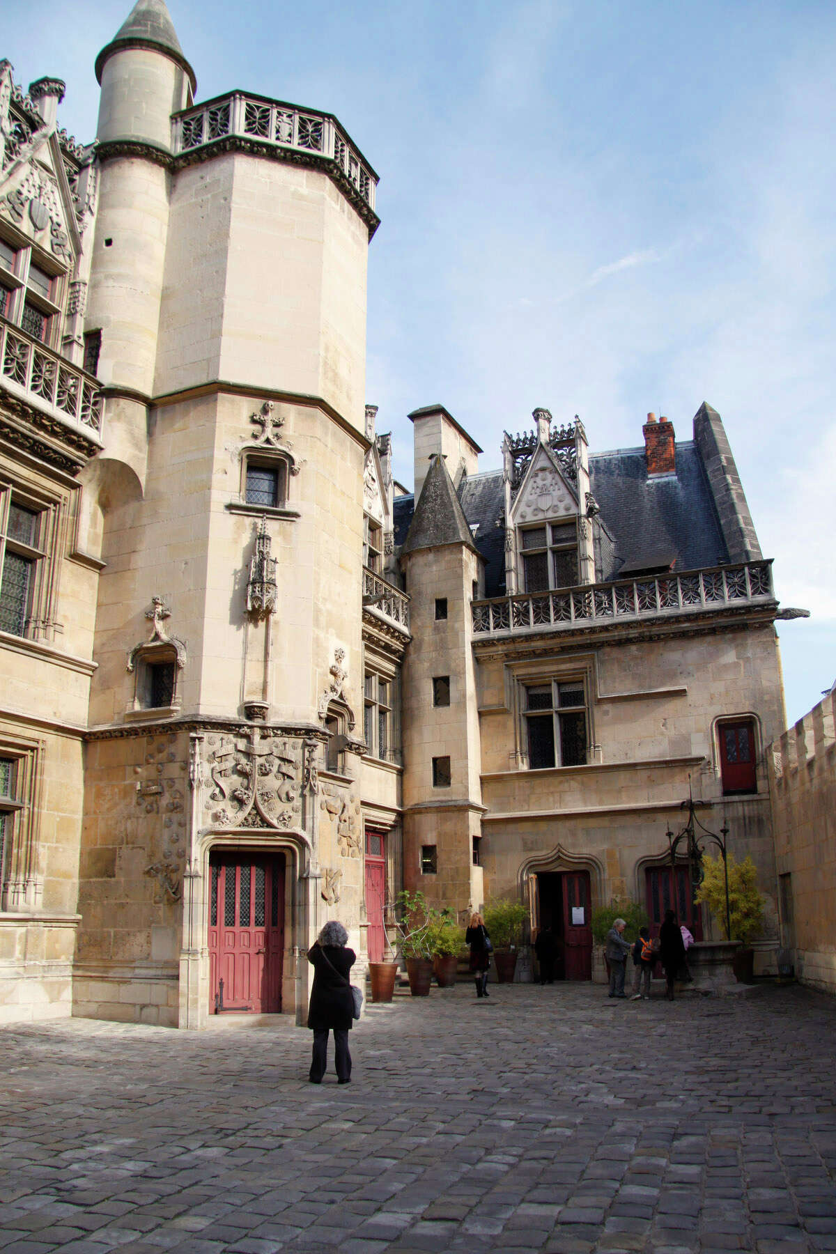 Visiting the little Cluny Museum in Paris to see the Lady and the Unicorn tapestries is a breeze.