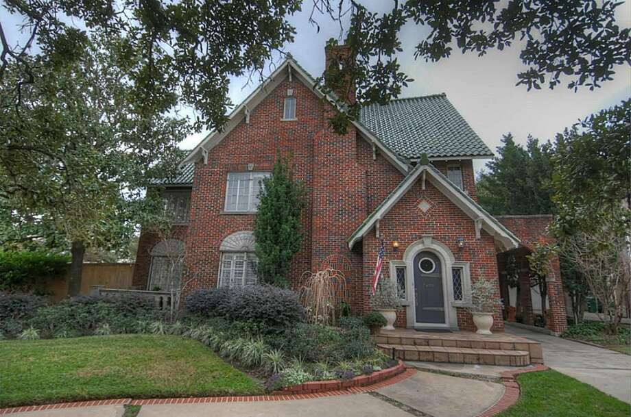 77030, Example 2: 7400 Greenbriar. This Old Braeswood beauty from 1929 sits on nearly half an acre on the edge of the Medical Center. The list price just over a million or $289 per square foot. (Houston Association of Realtors)