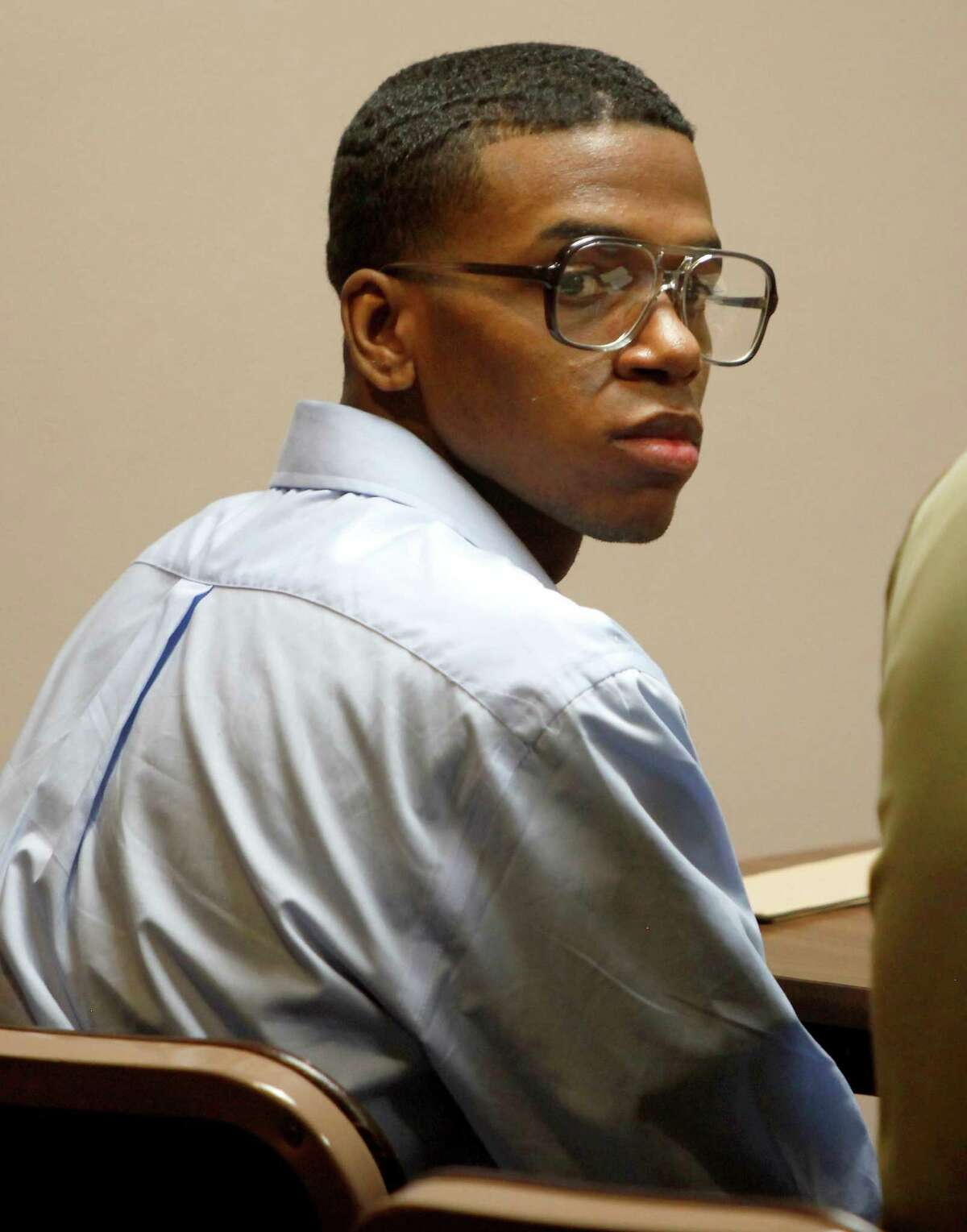 Lorenzo Leroy Thompson looks around the courtroom. He had admitted attempting to steal the victim's purse, which ultimately led to her death.