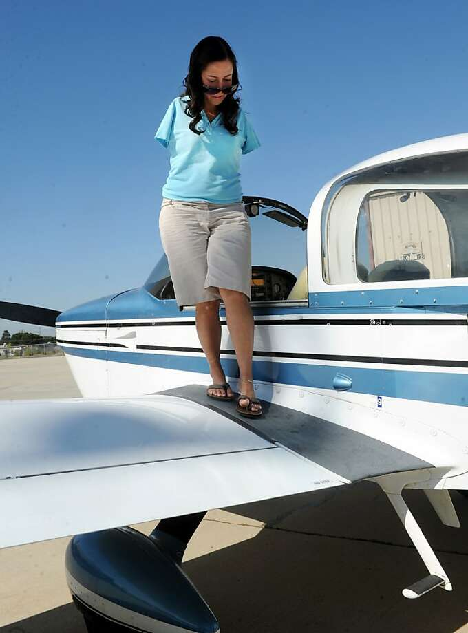 Jessica Cox, 29, became the world's first licensed pilot without arms after a lifetime of using her feet to drive cars, sign her name and learn new skills. Photo: Chuck Kirman, The Ventura County Star
