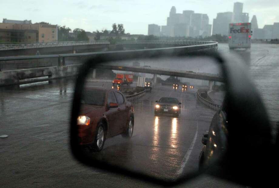 Rain brought a wet commute into downtown Houston on Friday, Aug. 24. Photo: Mayra Beltran, Houston Chronicle / © 2012 Houston Chronicle