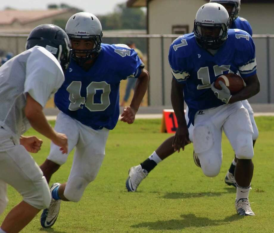 A Randolph running back shifts behind his blocker during Saturday's scrimmage against the Poth Pirates. Photo: Lavon Brown, Lavon Brown / For The NE Herald