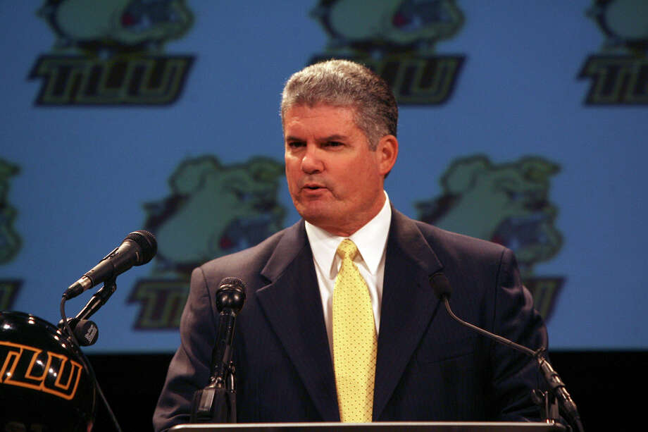 Danny Padron speaks to the media and others after being named the new head football coach at Texas Lutheran University on Tuesday January 11, 2009. Padron is the former football coach at O'Connor High School. JOHN DAVENPORT/jdavenport@express-news.net Photo: JOHN DAVENPORT, SAN ANTONIO EXPRESS-NEWS / jdavenport@express-news.net