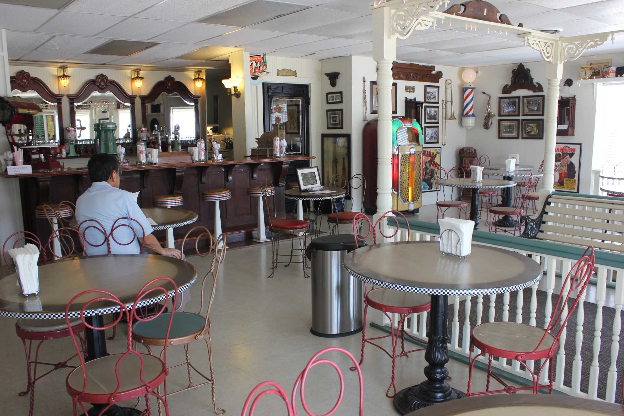 Old fashioned soda fountain opens in port neches for Old fashioned pharmacy soda fountain