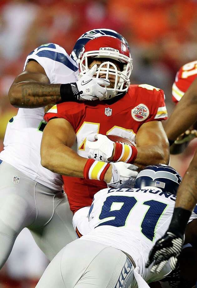 KANSAS CITY, MO - AUGUST 24:   Peyton Hillis #40 of the Kansas City Chiefs carries the ball during the NFL preseason game against the Seattle Seahawks at Arrowhead Stadium on August 24, 2012 in Kansas City, Missouri. Photo: Jamie Squire, Getty Images / 2012 Getty Images
