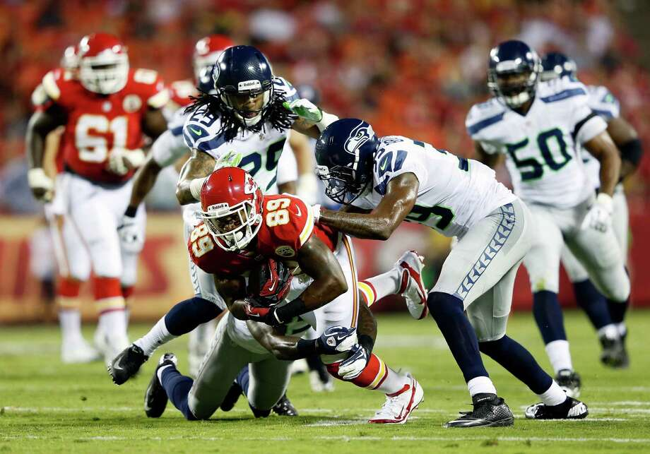 KANSAS CITY, MO - AUGUST 24:   Jon Baldwin #89 of the Kansas City Chiefs lunges forward ater making a catch during the NFL preseason game against the Seattle Seahawks at Arrowhead Stadium on August 24, 2012 in Kansas City, Missouri. Photo: Jamie Squire, Getty Images / 2012 Getty Images