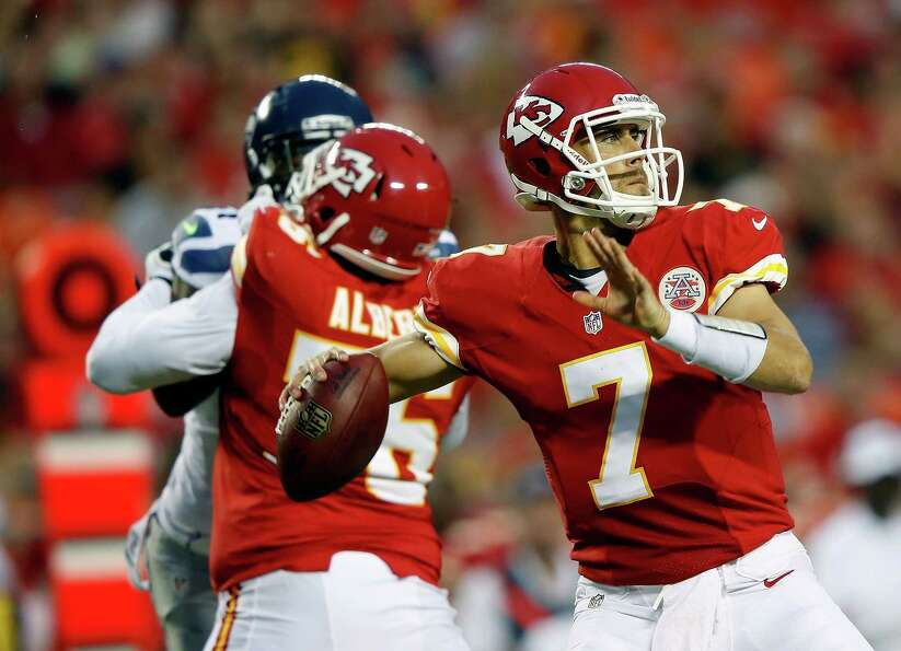KANSAS CITY, MO - AUGUST 24:  Quarterback  Matt Cassel #7 of the Kansas City Chiefs passes during th