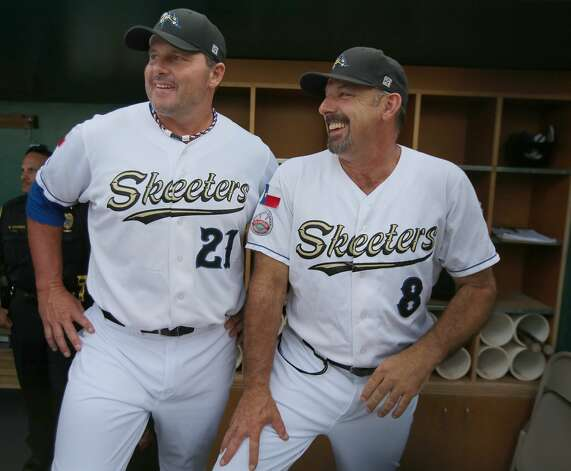 Roger Clemens jokes with former major leaguer and Skeeters manager Gary Gaetti. (Thomas B. Shea / For the Chronicle)