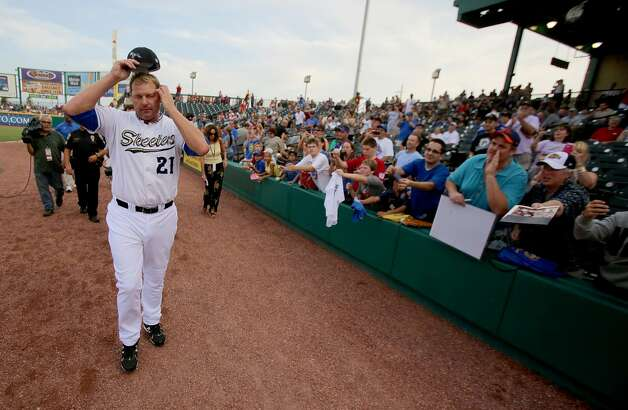Roger Clemens walks toward the dugout before the start of the game. (Thomas B. Shea / For the Chronicle)