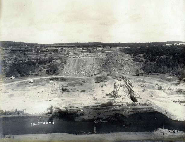 Historic photos of the medina lake dam 7-29-1911. courtesy photo/Medina Lake Preservation Society Photo: COURTESY/Medina Lake Preservatio, Express-News