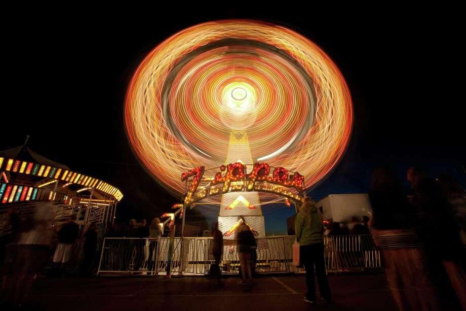 The Zipper ride is shown at night. Photo: Sofia Jaramillo / SEATTLEPI.COM