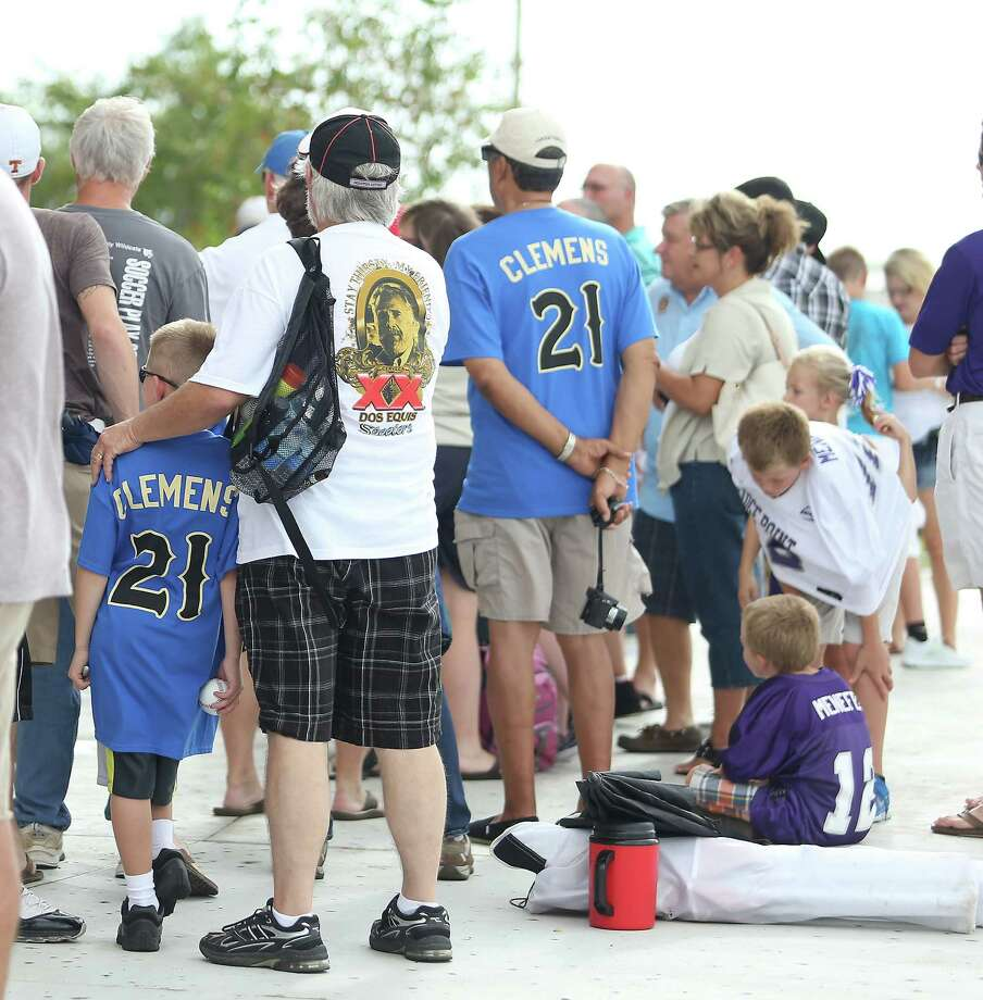 Fans line up to see Roger Clemens pitch before the start of the Sugar Land Skeeters baseball game against Bridgeport at Constellation Field, Saturday, Aug. 25, 2012, in Sugar Land, where Roger Clemens was set to take the mound. Photo: Karen Warren, Houston Chronicle / © 2012  Houston Chronicle
