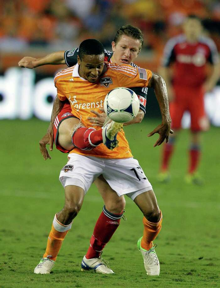 Ricardo Clark battles with Terry Dunfield of Toronto FC for possession of the ball. Photo: Bob Levey, Getty Images / 2012 Getty Images