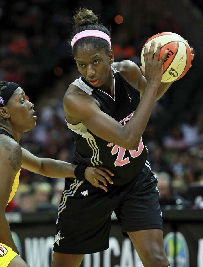 Shameka Christon posts in the second half as the Silver Stars host the Tulsa Shock at the AT&T Center on August 25, 2012. Photo: Tom Reel, Express-News / ©2012 San Antono Express-News