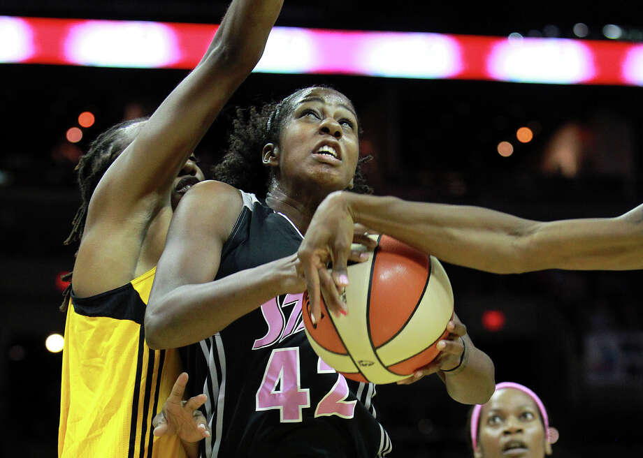 Shenise Johnson goes up under pressure as the Silver Stars host the Tulsa Shock at the AT&T Center on August 25, 2012. Photo: Tom Reel, Express-News / ©2012 San Antono Express-News