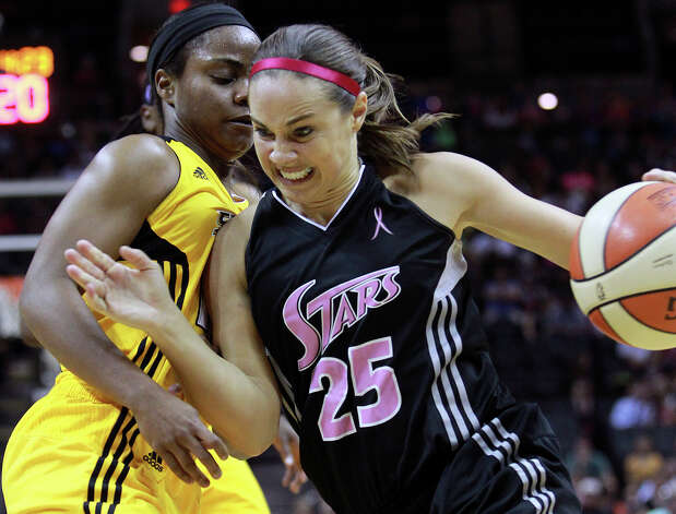 Becky Hammon presses through Ivory Latta as the Silver Stars host the Tulsa Shock at the AT&T Center on August 25, 2012. Photo: Tom Reel, Express-News / ©2012 San Antono Express-News