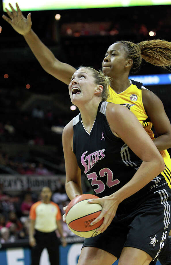 Jayne Appel beats Amber Holt to the basket as the Silver Stars host the Tulsa Shock at the AT&T Center on August 25, 2012. Photo: Tom Reel, Express-News / ©2012 San Antono Express-News