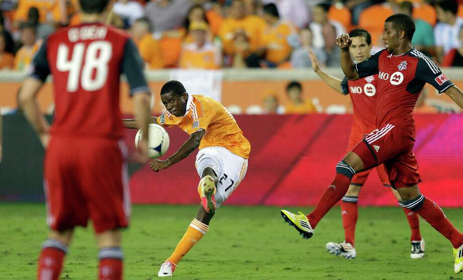 Boniek Garcia looks to put a ball on goal in the second half. Photo: Bob Levey, Getty Images / 2012 Getty Images