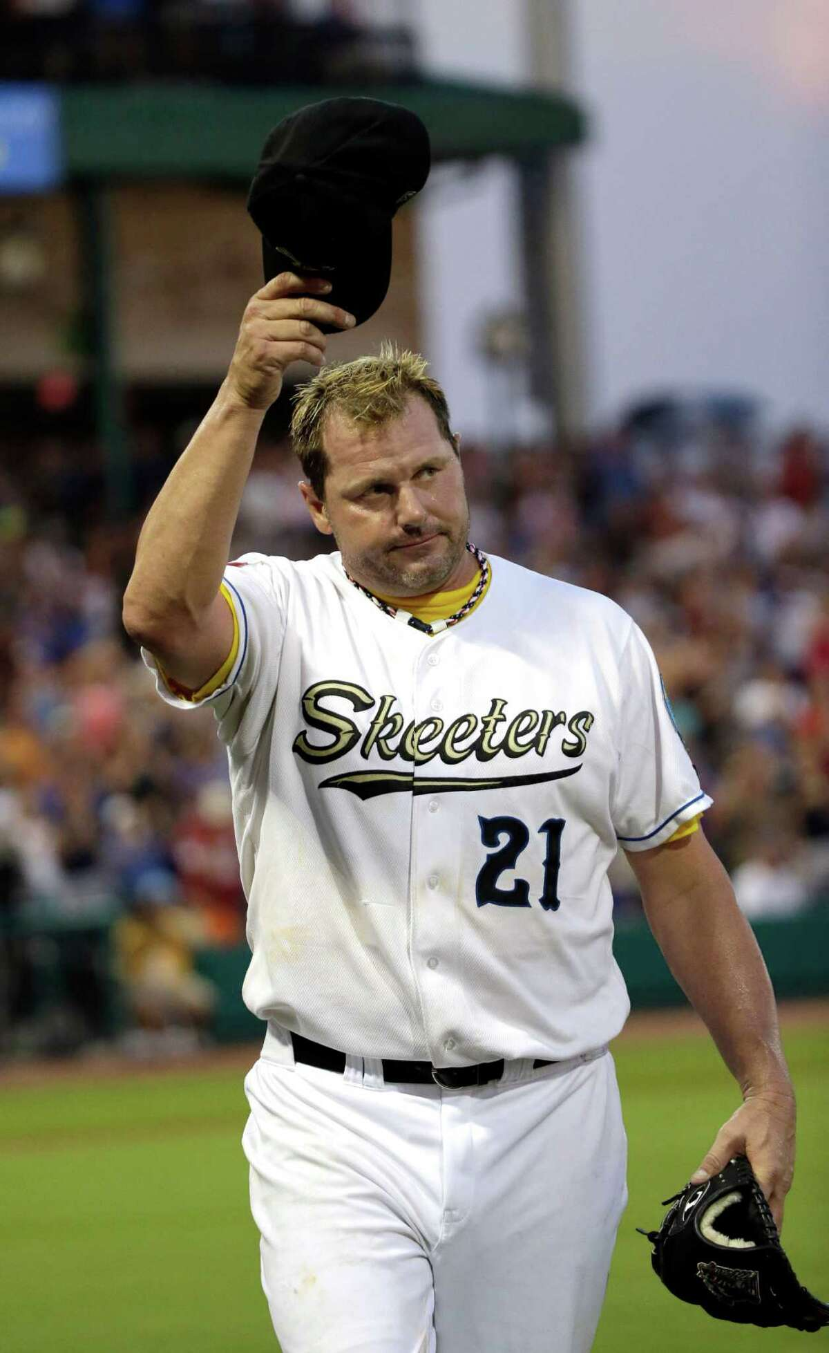 Sugar Land Skeeters pitcher Roger Clemens acknowledges the crowd as he leaves during the fourth inning of a baseball game against the Bridgeport Bluefish Saturday, Aug. 25, 2012, in Sugar Land, Texas. Clemens, a seven-time Cy Young Award winner, signed with the Skeeters of the independent Atlantic League this week. (AP Photo/David J. Phillip)