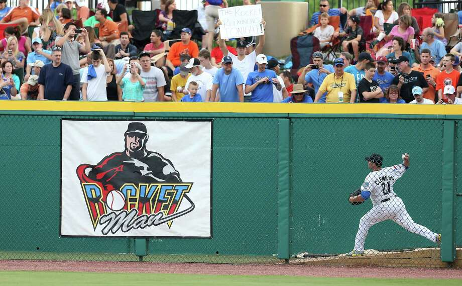 Constellation Field in Sugar Land was packed even as Roger Clemens warmed up in the bullpen before taking the mound for the Skeeters on Saturday night. Photo: Karen Warren / © 2012  Houston Chronicle