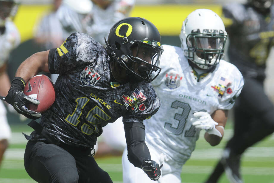 Lache Seastrunk, playing in Oregon's spring game last year, will be counted on to keep Baylor's running attack afloat. Photo: Mark Ylen, Associated Press / AP2011