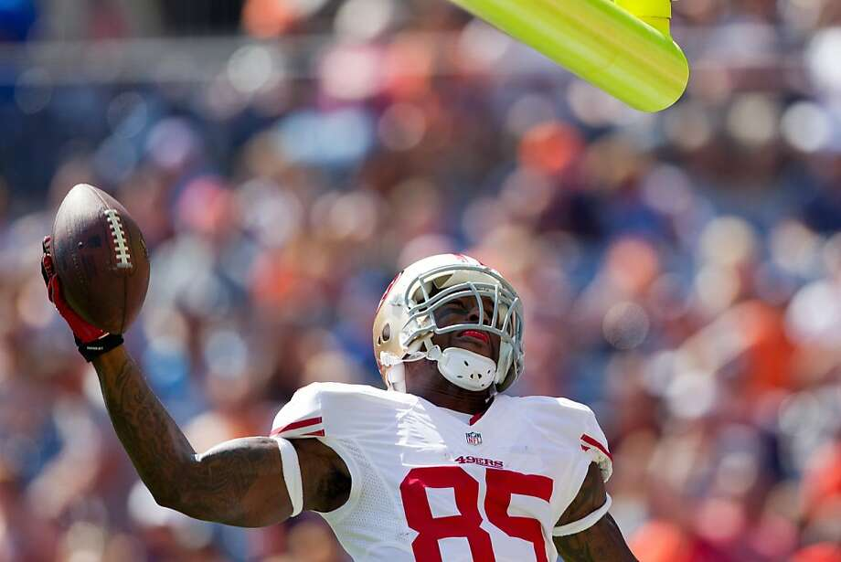 49ers tight end Vernon Davis prepares to dunk over the crossbar after scoring on a first-quarter pass from Alex Smith. Photo: Justin Edmonds, Getty Images