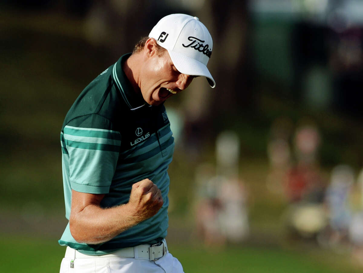 Nick Watney celebrates after sinking a birdie putt on the 18th hole of the fourth round to win the The Barclays golf tournament at Bethpage State Park in Farmingdale, N.Y., Sunday, Aug. 26, 2012. (AP Photo/Henny Ray Abrams)