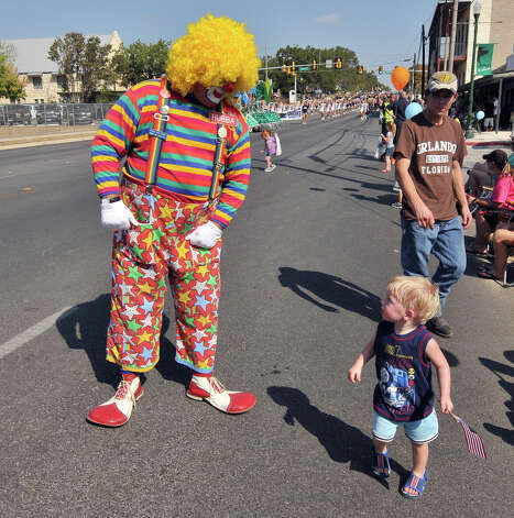Clowns, games and rides are part of the family fun at the Kendall County Fair and parade in Boerne. Photo: ROBIN JERSTAD, SPECIAL TO THE EXPRESS-NEWS / SAN ANTONIO EXPRESS-NEWS
