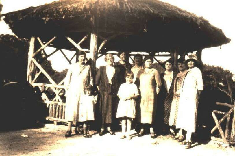 Japanese Tea Garden 1927. Members of the Kaspar Feldtman family gather at the Japanese Tea Garden to