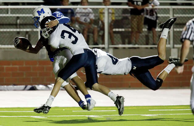 Smithson Valley's Andrew Lind (34) and Logan Huesing (45) take MacArthur's Jace Amaro (22) off his feet during their game at Heroes Stadium on Friday, October 2, 2009. Kin Man Hui/kmhui@express-news.net Photo: Kin Man Hui, Express-News / San Antonio Express-News