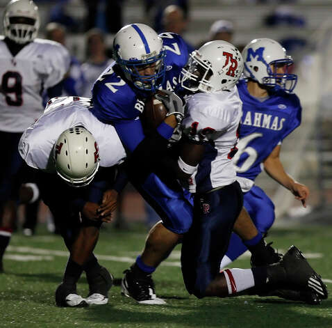 MacArthur's Jace Amaro (22) fights over tackles by Roosevelt's Leland Young (left) and Kendrick Bowser (19) at Comalander Stadium on October 24, 2008. Kin Man Hui/kmhui@express-news.net Photo: KIN MAN HUI, Express-News / San Antonio Express-News