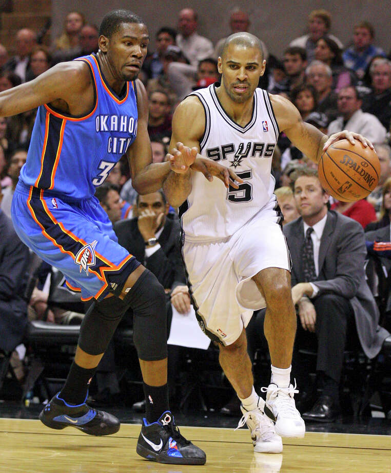 Ime Udoka (right) last played for the Spurs in the 2010-11 season. Photo: EDWARD A. ORNELAS, Express-News / eaornelas@express-news.net
