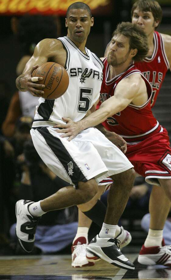 Ime Udoka spins out of defensive pressure by Chicago's Andres Nocioni in the second half Wednesday, December 26, 2007 at the AT&T Center. The Spurs beat the Bulls 94-79. (BAHRAM MARK SOBHANI / SAN ANTONIO EXPRESS NEWS)