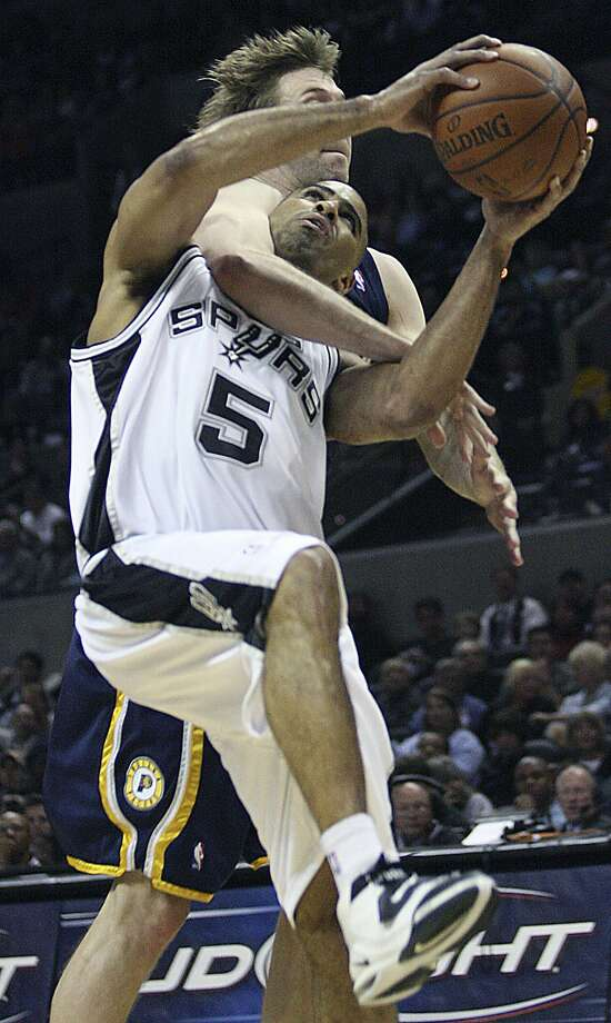 Spurs Ime Udoka gets clothslined by Pacers' Troy Murphy on the 4th period of play as the Spurs defeat the Indiana Pacers 108-97at the at&t center Thursday March 6, 2008.  (DELCIA LOPEZ / SAN ANTONIO EXPRESS NEWS)