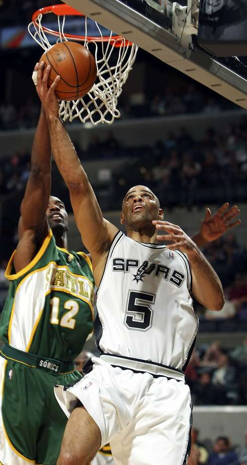 Spurs' Ime Udoka shoot around SuperSonics' Ronald Dupree during second half action Friday April 11, 2008 at the AT&T Center. The Spurs won 95-74. (EDWARD A. ORNELAS / SAN ANTONIO EXPRESS-NEWS)