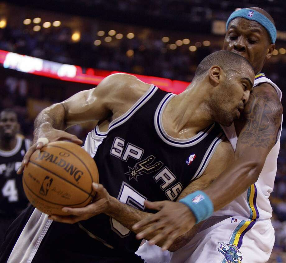 Spurs guard Ime Udoka, left, runs into New Orleans Hornets guard Bonzi Wells, in Game 2 of an NBA Western Conference semifinals basketball playoff series Monday, May 5, 2008, in New Orleans. (Alex Brandon / AP)