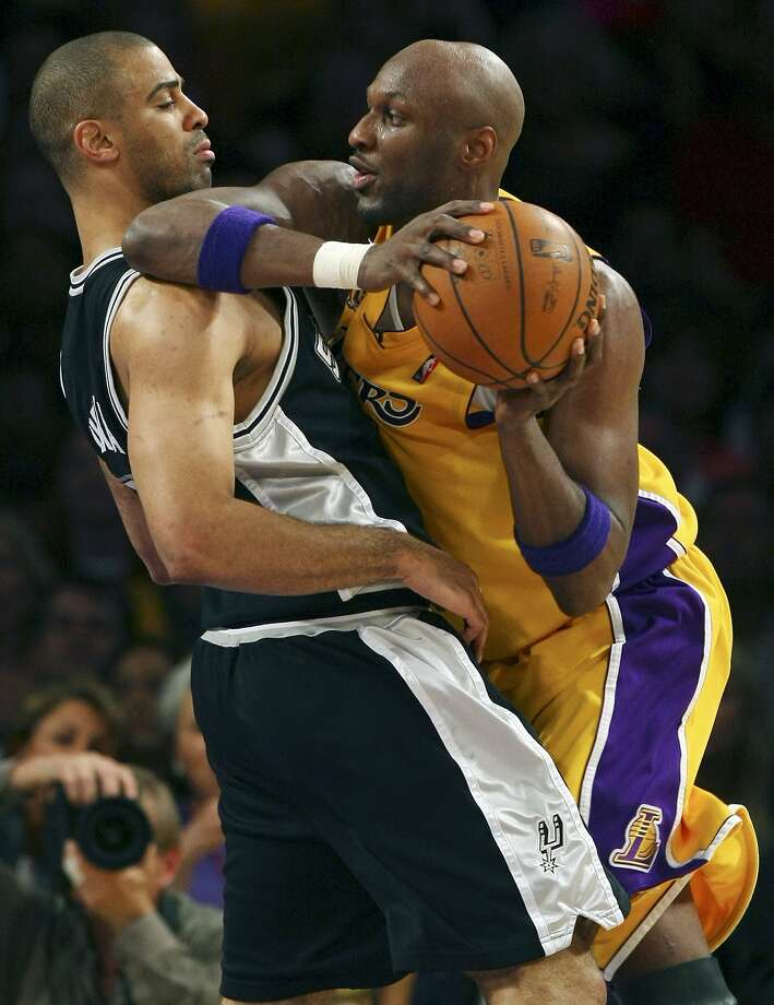 Spurs' Ime Udoka defends Lakers' Lamar Odom during first half action of game 1 in the NBA Western Conference Finals Wednesday May 21, 2008 at the Staples Center in Los Angeles, CA.  (EDWARD A. ORNELAS / SAN ANTONIO EXPRESS-NEWS)