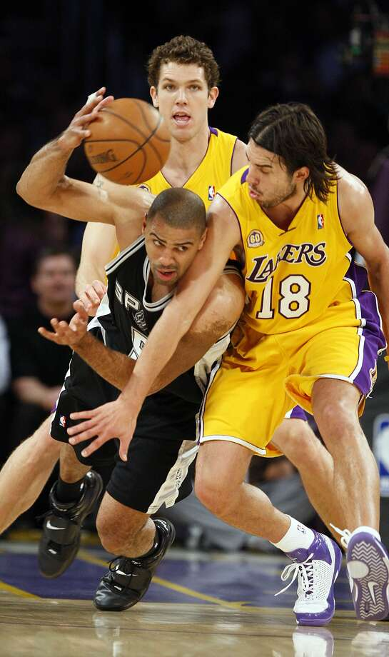 Spurs Ime Udoka passes out under pressure from Sasha Vujacic and Luke Walton during the first half of game 1 of the NBA Western Conference Finals at Staples Center on Wednesday, May 21, 2008. (JERRY LARA / San Antonio Express-News)