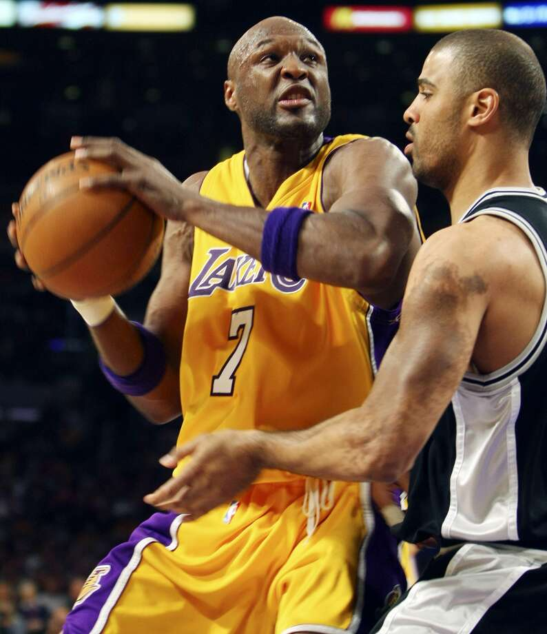 Lakers' Lamar Odom looks for room around Spurs' Ime Udoka during second half action of game 2 in the NBA Western Conference Finals Friday May 23, 2008 at the Staples Center in Los Angeles, CA. The Lakers won 101-71. (EDWARD A. ORNELAS / SAN ANTONIO EXPRESS-NEWS)