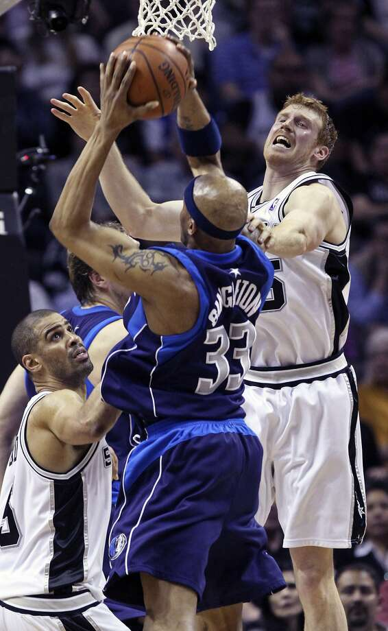 Ime Udoka and Matt Bonner defend against James Singleton as the Spurs play the Dallas Mavericks at the AT&T Center February 24, 2009.  (TOM REEL / SAN ANTONIO EXPRESS-NEWS)