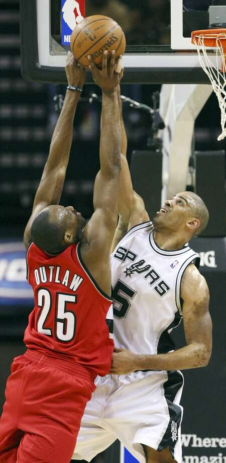 Portland Trail Blazers' Travis Outlaw drives to the basket against San Antonio Spurs' Ime Udoka during second half action in an NBA basketball game Wednesday, April 8, 2009. The Trail Blazers defeated the Spurs 95-83. (AP Photo/San Antonio Express-News, Edward A. Ornelas) (AP)