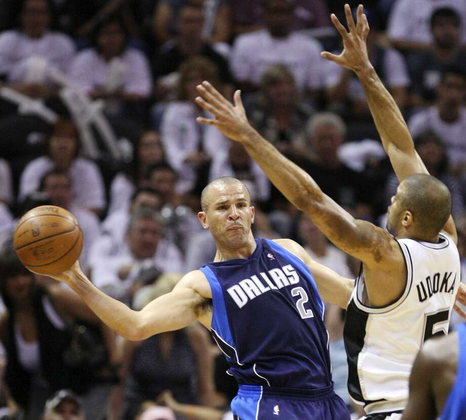 FOR SPORTS - Mavericks' Jason Kidd passes around Spurs' Ime Udoka during second half action of Game 2 in the First Round of the Western Conference Playoffs Monday April 20, 2009 at the AT&T Center. The Spurs won 105-84. (PHOTO BY EDWARD A. ORNELAS/eaornelas@express-news.net) (SAN ANTONIO EXPRESS-NEWS)