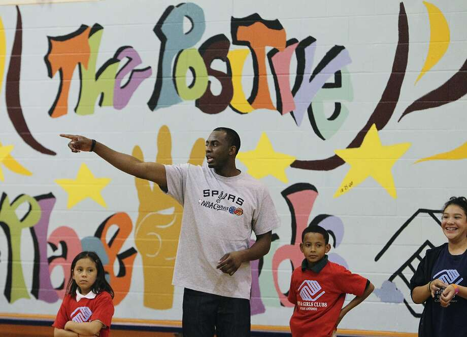 Spurs player James Anderson hangs out with kids at the East Side Branch Boys and Girls Club on Tuesday, May 17, 2011. Anderson was joined by teammates Danny Green and Da'Sean Butler. The trio met and played games with the kids during their visit. Kin Man Hui/kmhui@express-news.net (SAN ANTONIO EXPRESS-NEWS)
