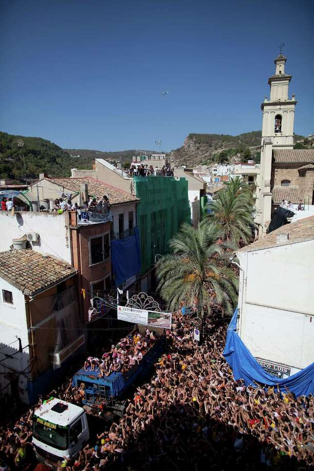 BUNOL, SPAIN - AUGUST 29:  Revellers throw tomatoes at each other during the annual Tomatina festival on August 29, 2012 in Bunol, Spain. An estimated 35,000 people throw 120 tons of ripe tomatoes in the world's biggest tomato fight held annually in this Spanish Mediterranean town. Photo: Pablo Blazquez Dominguez, Getty Images / 2012 Getty Images