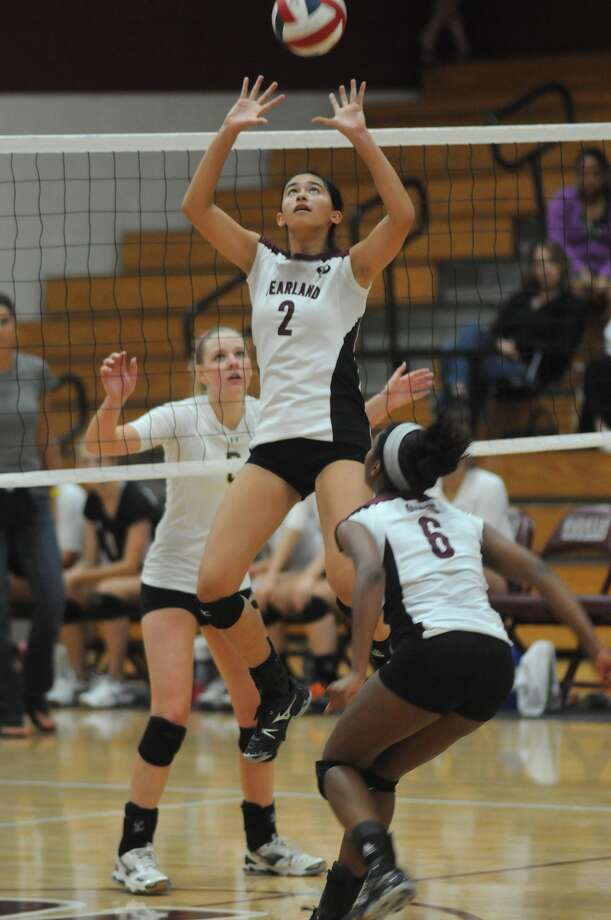 Pearland setter Nicole Poling sets the ball during a recent match against Cinco Ranch. Photo: Jerry Baker
