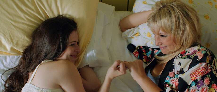 (l to r.) Lauren Miller stars as Lauren and Ari Graynor stars as Katie in Jamie Travis' For A Good Time, Call..., a Focus Features release. Photo: Focus Features